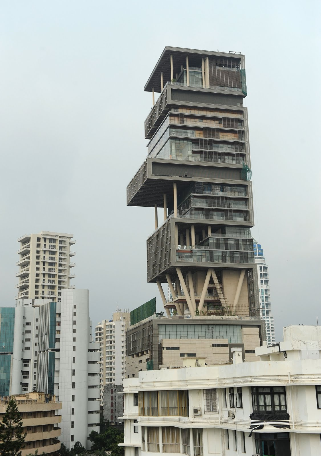 The billion dollar home of mukesh ambani therichest for What is a shouse house