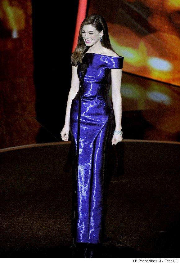 anne hathaway oscar dress 2010. anne hathaway oscar dress 2010
