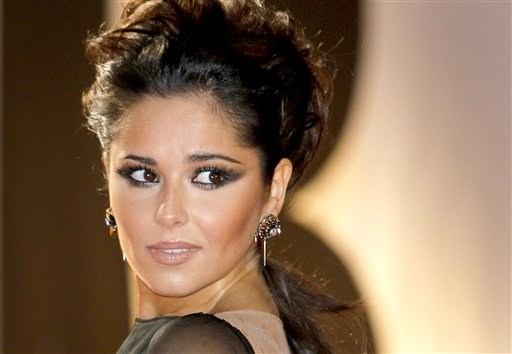 cheryl cole hot photo. cheryl cole hot kiss.
