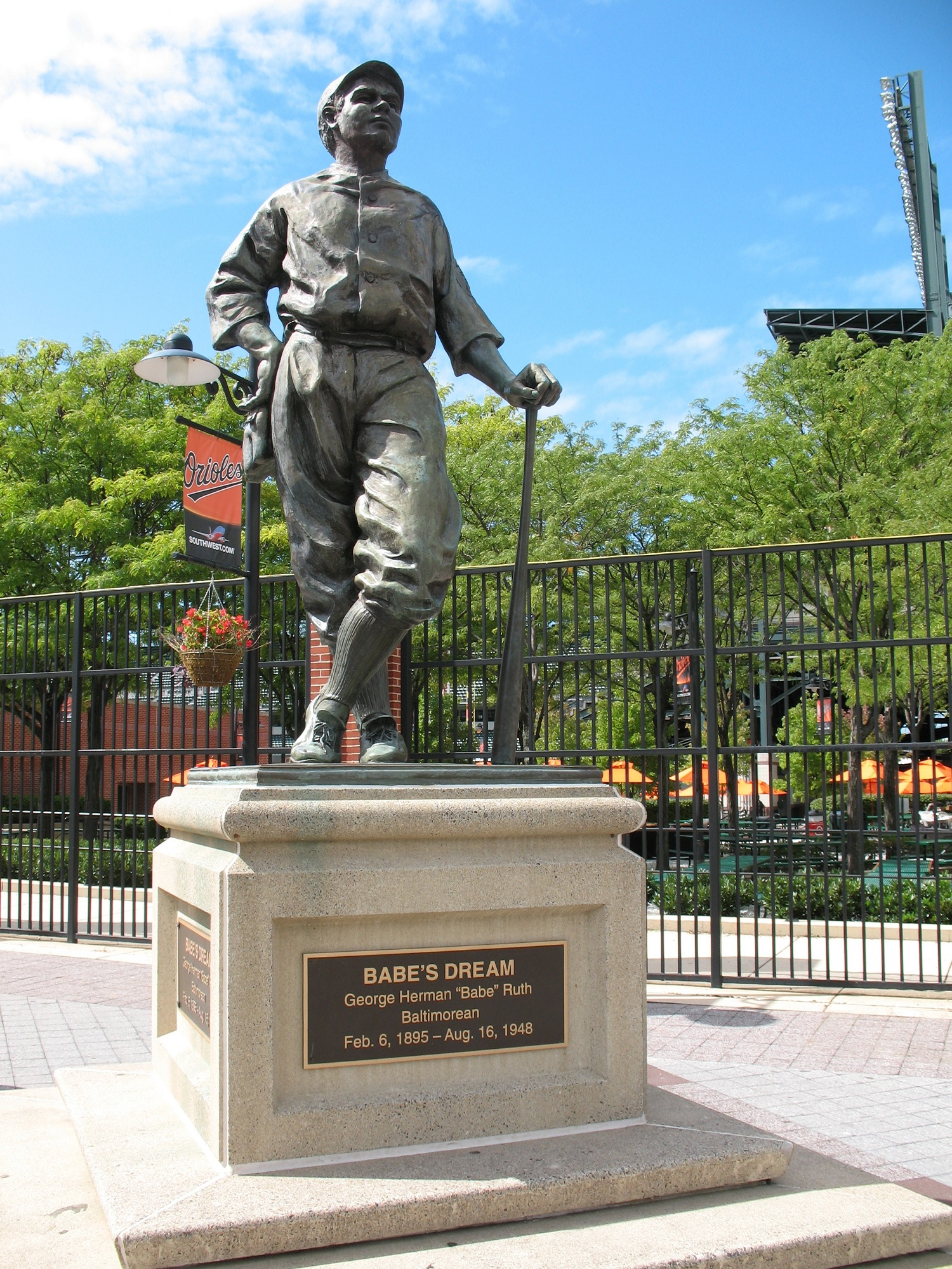 Top 10 Statues In Sports Therichest