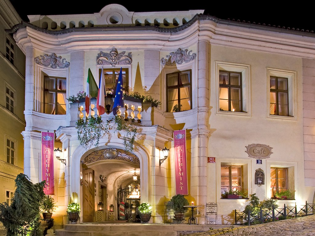 The 10 most luxurious hotels in prague therichest for Luxury hotels prague