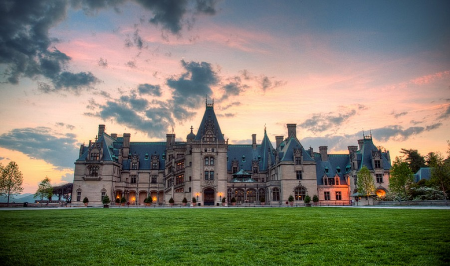 the biltmore estate the largest privately owned house in the united states therichest. Black Bedroom Furniture Sets. Home Design Ideas