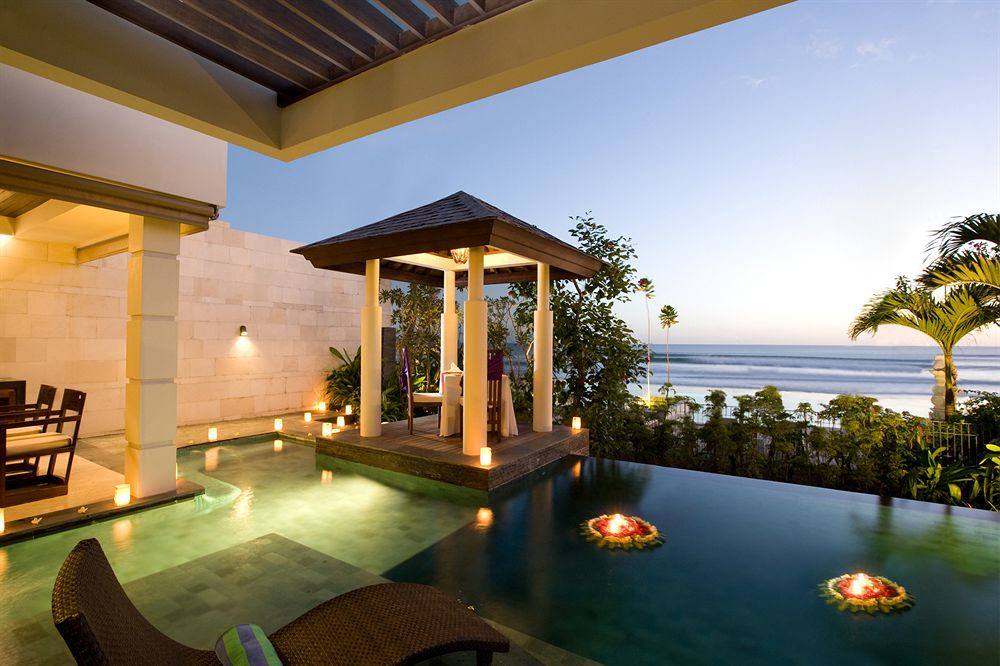 Top 10 most elegant hotels for a wedding in bali therichest for Great hotels in bali