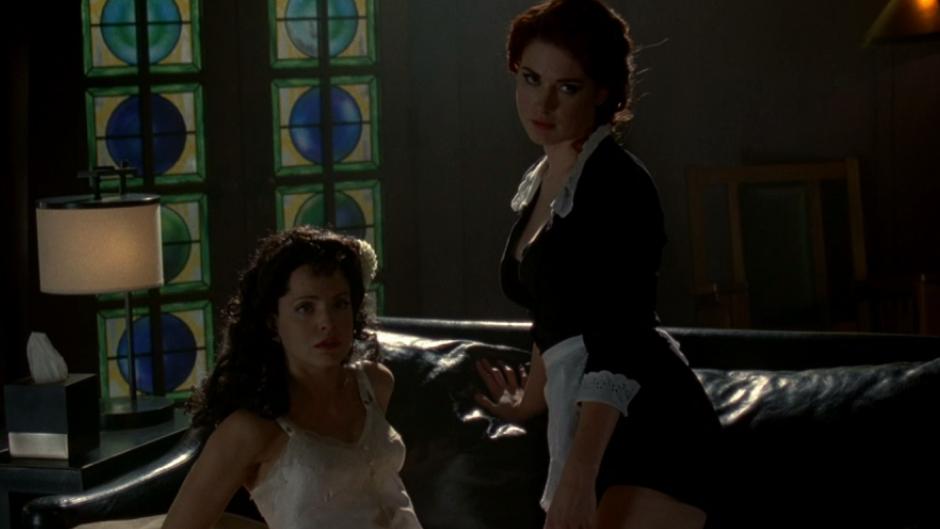 Lesbian scene in american horror story