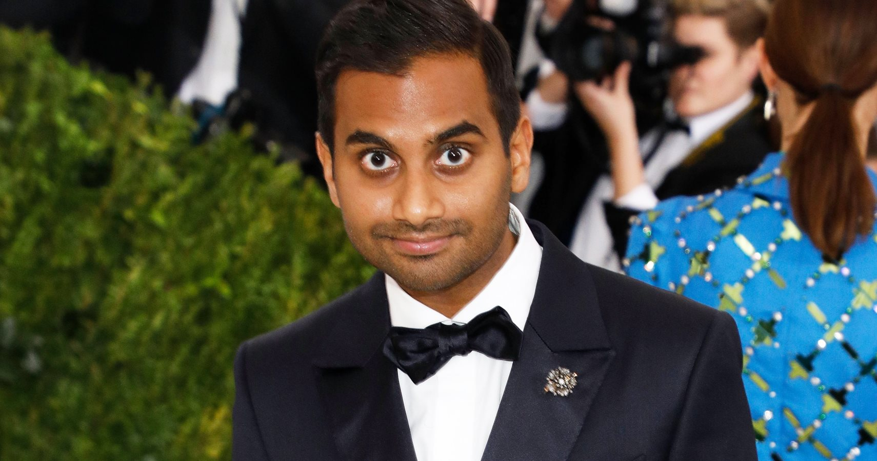aziz ansari texting while dating Aziz ansari combining comedy and sociology actually reveals a lot about modern-day dating and relationships david shankbone, cc by 20 phone calls and face-to-face communication are dwindling while texting rates continue to surge breaking up with people over social media is a thing now, too.